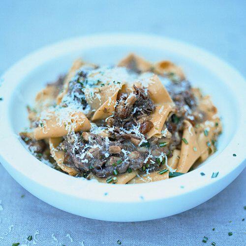 jamie oliver pasta met heerlijk stoofvlees recept okoko recepten. Black Bedroom Furniture Sets. Home Design Ideas