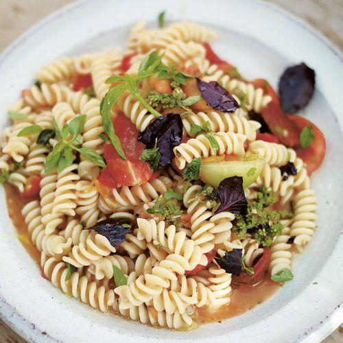 jamie oliver pasta met tomaten recept okoko recepten. Black Bedroom Furniture Sets. Home Design Ideas