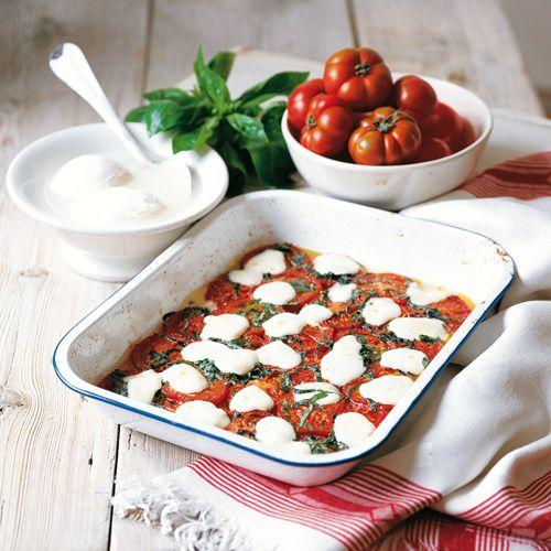 New Gebakken tomaten met basilicum en gesmolten mozzarella - recept @FY22