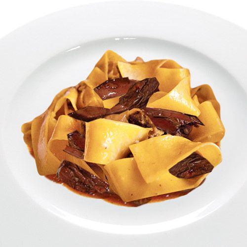 italiaanse hazenpeper met brede lintpasta - recept - okoko recepten