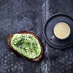 Vloerbrood Met Pastrami En Avocado Recept Okoko Recepten