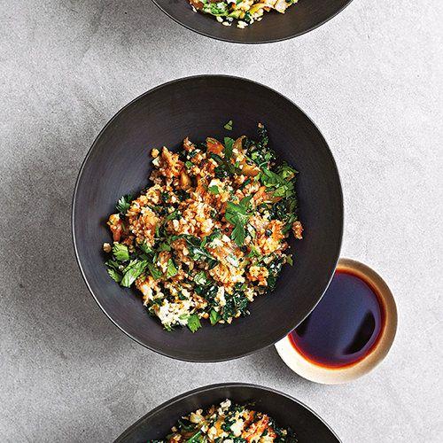 gebakken 'bloemkool-rijst' met kimchi - recept - okoko recepten