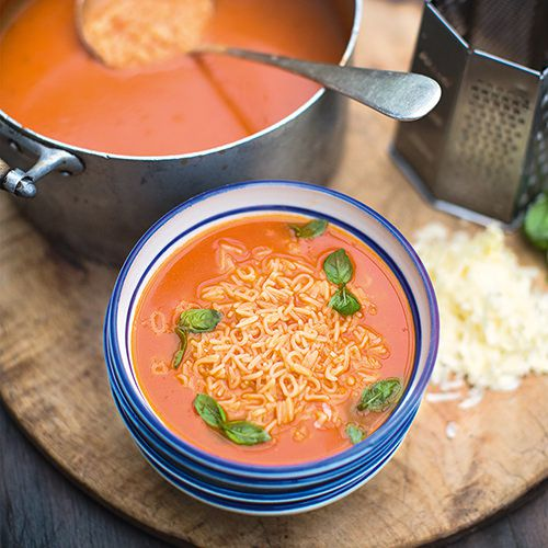 jamie oliver tomatensoep met basilicum cheddar en pasta recept okoko recepten. Black Bedroom Furniture Sets. Home Design Ideas
