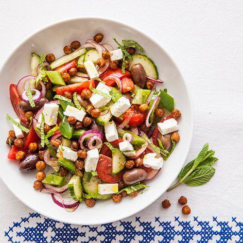 griekse salade met geroosterde kikkererwten recept okoko recepten. Black Bedroom Furniture Sets. Home Design Ideas