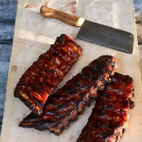Lams spareribs in ketjap en knoflook van de barbecue