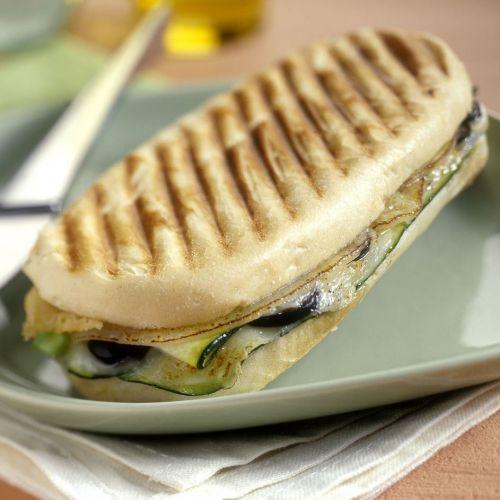 panini met hollandse geitenkaas en courgette - recept - okoko recepten